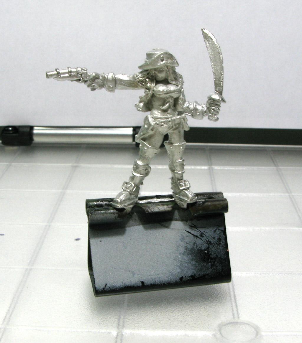 MiniatureHolding01