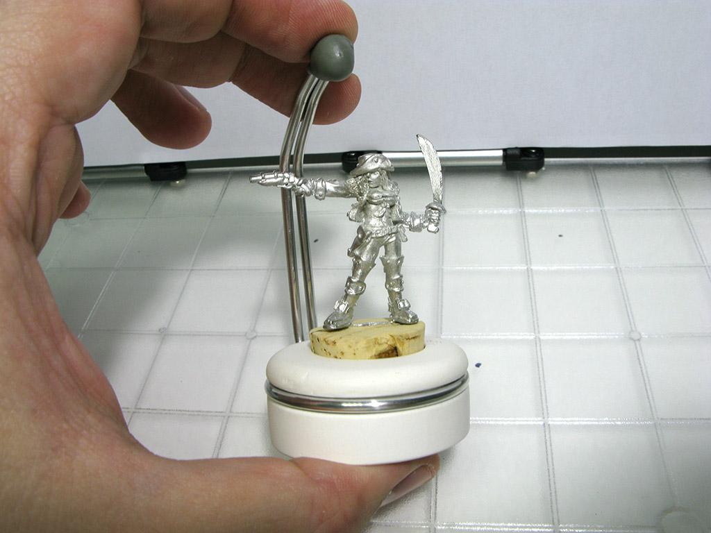 MiniatureHolding03